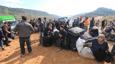Syrians flee to Turkish border as Aleppo assault intensifies