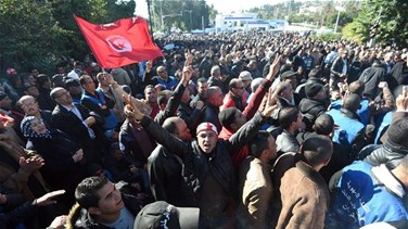 Tunisian police disperse protests against price hikes, unemployment