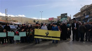 Families of Islamist detainees block al-Masnaa road