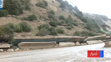 Mountain and support wall collapse on Chekka-Batroun highway