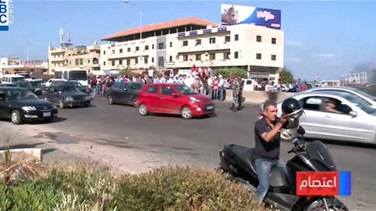 Lebanese veterans block highways in budget protest