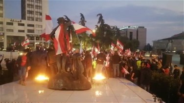 Citizens in Zahle stage protest, raise Lebanese flags (Videos)