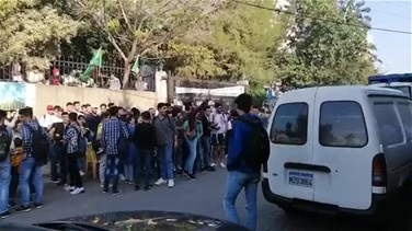 Students stage sit-in in Nabatieh (Video)