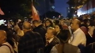 Protesters gather outside BDL in Hamra-[VIDEO]