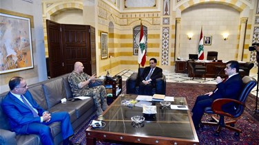 PM discusses security situation with Army Commander
